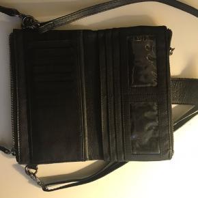 Pæn læder taske med ingen skræmmer