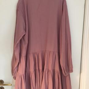 Fin oversized s/m kjole i god stand - byd endelig!