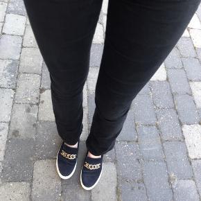 Sælger disse bootcut bukser. De passes af en str M🌸