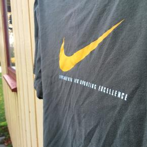 Super lækker Nike T-shirt, str. XL. Fitter en L!🔥