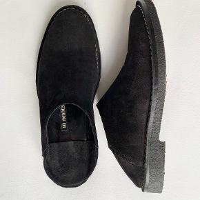 I´m selling those beutiful Ann Demeulemeester slip ons in 45!  Unfortunately they don´t fit me as expected...   If you have any questions, let me know!