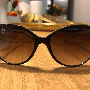 Megasmukke solbriller fra Tiffany sælges Nyprisen var ca. 3200,- Kun brugt een gang, da jeg desværre må erkende at jeg kræver styrke i solbrillerne 😥 Mp. 1500,- pp. og evt. TS gebyr Står 100% inde for ægtheden