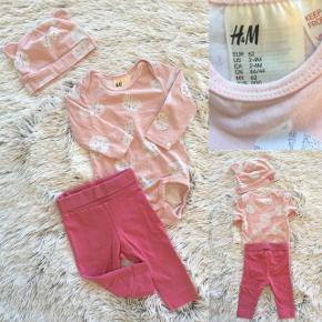 H&M sæt i str. 62 Helt nyt kun vasket så fint sæt med body, leggings og hue.   Sender selvfølgelig gerne hvis du betaler porto.