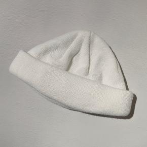 Hvid beanie fra ASOS  Aldrig brugt