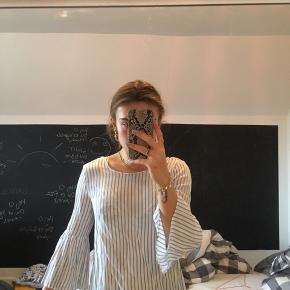 Smuk, stribet skjorte fra Zara. Aldrig brugt.