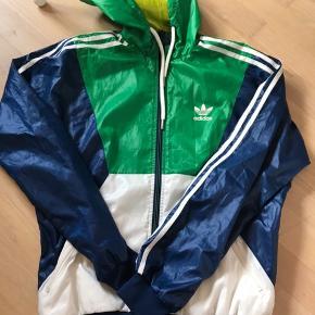 Fin jakke i str. S. Tænker den passer en 12-13 årig