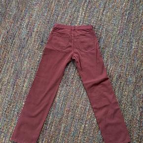 Bukserne var bestilt over nettet og passede mig desværre ikke da jeg fik dem.   De er waist 26