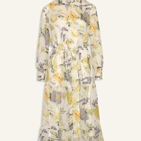 Helt ny så smuk kjole med underkjole fra Love & Divine i str. S stadig med mærke på 🌸💕