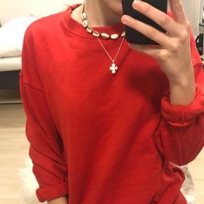 Rød og lækker sweater fra H&M. Stort set ikke brugt, og standen er derfor god. FRAGT ER GRATIS! 🚛 LEVERING ER DAO, KAN OGSÅ SENDES TIL HJEMMET, KOSTER 10 KR EKSTRA 🚛 💸 BETALING ER MED MOBILEPAY 💸 📦INGEN RETURRET📦