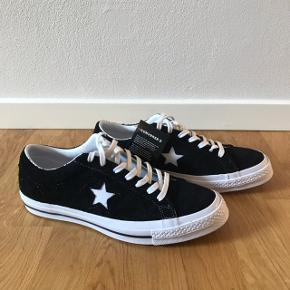 Helt nye converse sneakers, som stadig har tag på