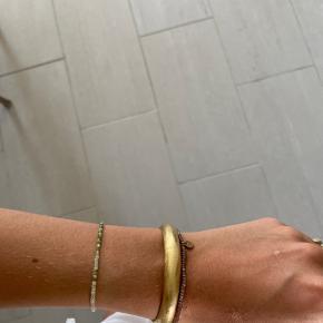 Sælger dette fine armsmykke fra mærket Pure by night💛 Brugt få gange & sælges da jeg ikke bruger det