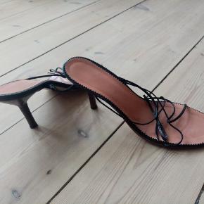 Flotte ægte gucci sko til en smal fod. Mine fødder er desværre blevet for store til dem.