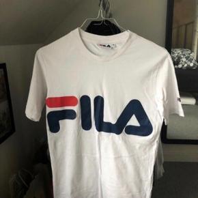 Super fin fila T-shirt i størrelse xs. Den er i virkelig god stand og ingen tegn på slid. Mp 150kr
