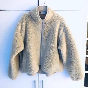 🌟 Lækker jakke fra Weekday 🌟 Angivet som brugt, men fejler intet. God stand.