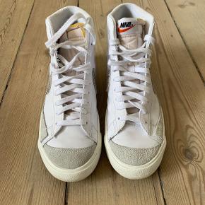 Nike Mid' Blazer