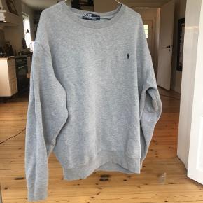 Sælger denne Ralph Lauren sweater, fitter str large.  Check også mine andre annoncer ud, med mærker som Han Kjøbenhavn, Acne Studios, Lacoste, Carhartt, Ralph Lauren og Mads Nørgaard. Alt skal væk og sælger billigt!