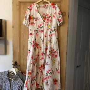 Overvejer at sælge min smukke kjole fra Zara🌸