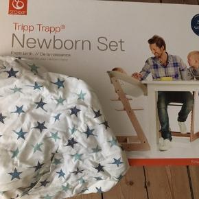 Stokke Tripp Trapp Newborn Set. Brugt til et barn i tre måneder, men altid med betræk, så den står som ny. Betrækket følger med.