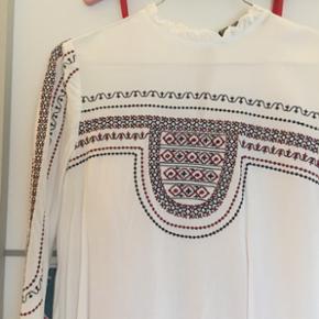 Fin skjorte/trøje fra Zara  Str. 34  Cond: 9/10  Mp 80kr