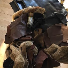 Krea materiale sælges. Pose med skind. Pels stykker. Horn. Imitereret skind. Sælges samlet.