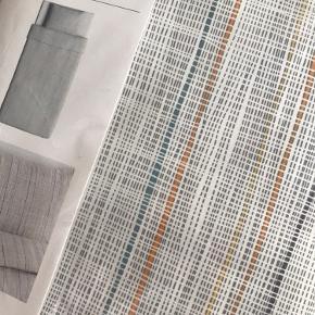 Sengetøj VÄRÄRT fra IKEA. Helt nyt, og stadig i emballage. 2 sæt til dyner i 140x200  Sælges kun samlet. 200kr🌸  Køber betaler fragt, eller afhentes i Holstebro! Der bliver sendt med DAO 🌸  Er til salg på ander sider også.