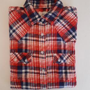 Skjorte fra Levi's. Farven på billedet er en smule mere orange end reelt set.  Nypris: 600,-