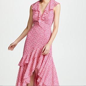 Smukkeste kjole - perfekt til bryllupper eller andre sommer arrangementer ☀️🌸 Kjolen er aldrig brugt og fremstår derfor som ny. Kan afhentes på Nørrebro eller sendes med DAO 👌🏼