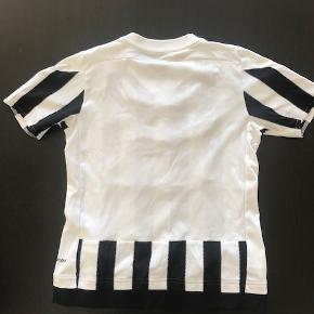 Ældre Juventus bluse. er brugt, men uden de store slidspor