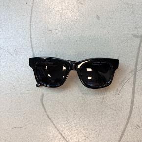 OBS! Privatbeskeder og kommentarer besvares som udgangspunkt ikke. Prisen er fast.  (69) Solbriller fra Sun Buddies.