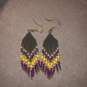 Hjemmelavede navajo øreringe. Farven i toppen er grå