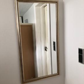 Spejl højde 85 cm bredde 46 cm. Spejlet kan også vendes vandret