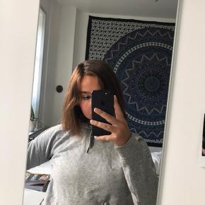 hoodie fra Jaqueline de Young i str XS (fitter også S) sælges - den er næsten ikke brugt - nypris var 200 kr men sælges for 110 kr inkl fragt 🦡