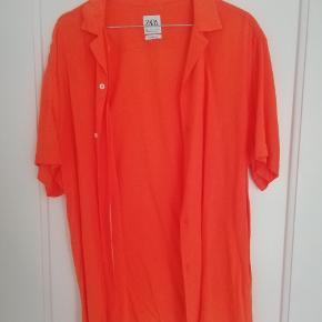 Flot sommerskjorte fra Zara. Aldrig brugt.
