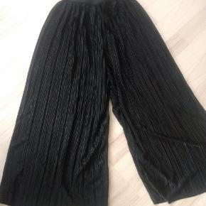 Flotte sorte bukser i tyndt stof Brugte men pæne