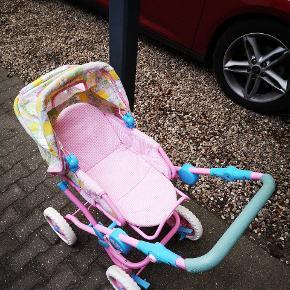 Baby born dukkevogn og tilbehør sælges til minimum 100 kr.