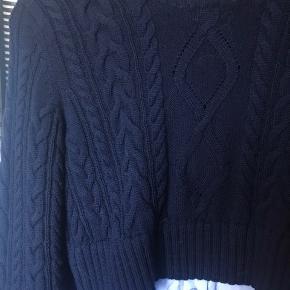 Populær Skjorte kombineret med strik fra Kenzo. Jeg har aldrig brugt den, da jeg købte den i den forkerte størrelse.  Den er købt i Paris.