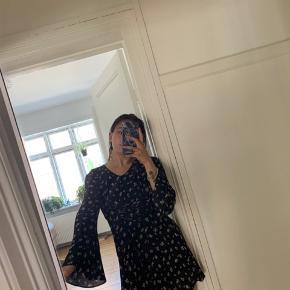 Fineste kjole i str. 12 petite. Svarer til en s/m