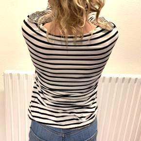 Fin trøje fra V collection🖤