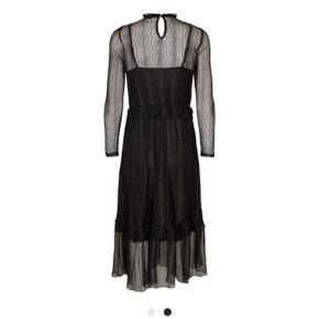 DRESS- lurex fabric- frills details - loose fit- lange ærmer  Størelse Large  Nypris og stadigt med mærke.