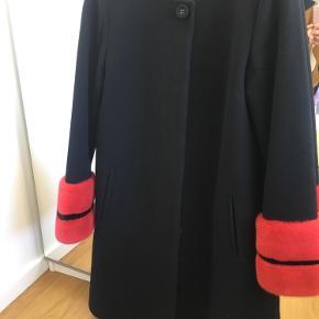 Uldfrakke fra Oh by Copenhagen Fur Brugt et par gange, ingen tegn på slid