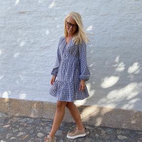 Myenna kjole