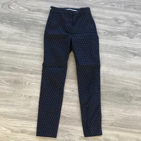Fede bukser fra Zara / næsten som nye, dog et hul i elastikken. Derfor sælges de billigt!  Bytter slet ikke!!  Skriv endelig hvis du har spørgsmål eller ønsker flere billeder 📩