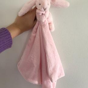 Jellycat kanin nusseklud  Nypris 169,-  Aldrig brugt - fik to to af de samme i gave, derfor jeg sælger
