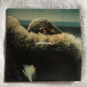 """Sælger splinterny Beyonce Lemonade LP, alle sange fra hendes album Lemonade er med, kun brugt  i højest 3 min og medfølger et """"katalog"""" med billeder af beyonce"""