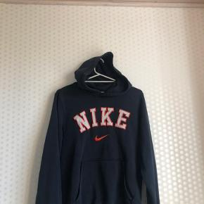 Vintage Nike spellout hoodie  Str S - fitter small / lille medium  God stand, fejler intet  Mp 300