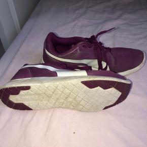 Mega flotte puma sko!  De er brugt lidt, så derfor er der lidt brugstegn! Men ikke mere end det som kan ses på billederne!
