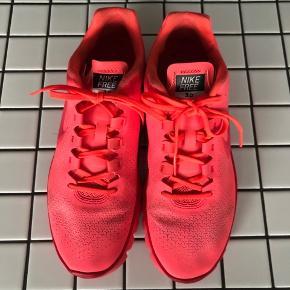 Nike free 3.0 - fin stand men brugte. Fremstå men lidt mørk afsmitningsfarve. Se billeder. Pris derefter.