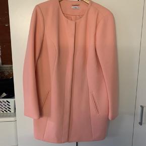 3 flotte jakker sælges da de er blevet for store.   Sort: L - god men brugt  Lyserød: X-large næsten som ny  Hvid: L næsten som ny