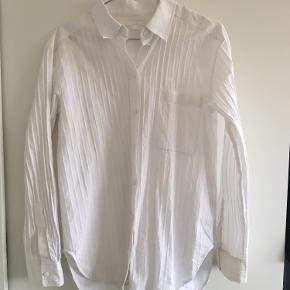 Fin hvid skjorte med striber