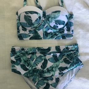fccb99742d7 Str. L/XL. Helt nyt bikini - high waist trusser og bikini top med lidt  padding. Toppen er. Badetøj